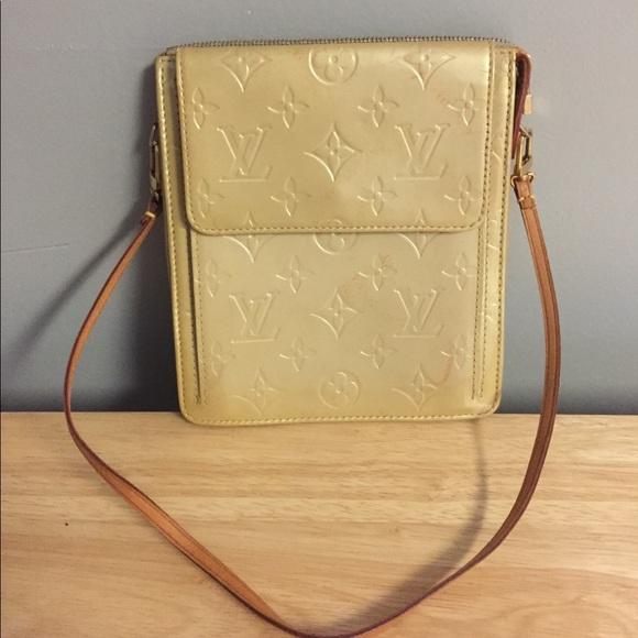 Louis Vuitton Handbags - LOUIS VUITTON VERNIS MOTT CLUTCH aa52dc440b428